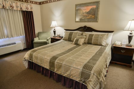 $129 Dining, Relaxing, & Bike Trails! - Cedarville - Boutique-hotelli