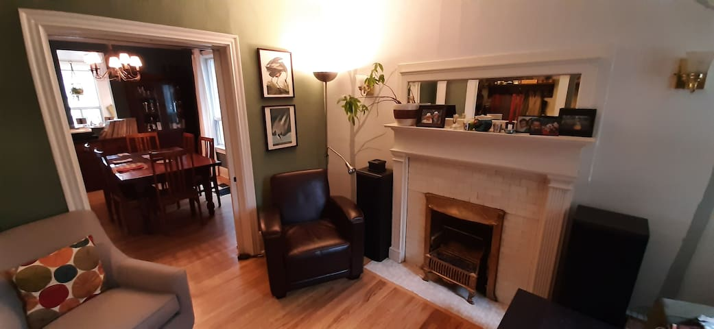 Furnished 2+ bedroom Bloorcourt near subway