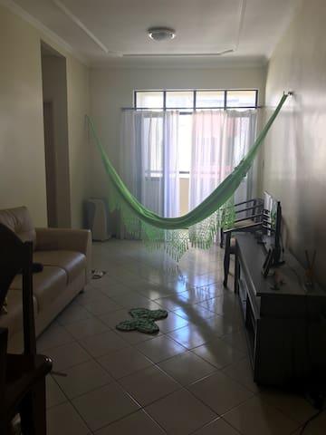 Alugo suíte em meu apartamento.