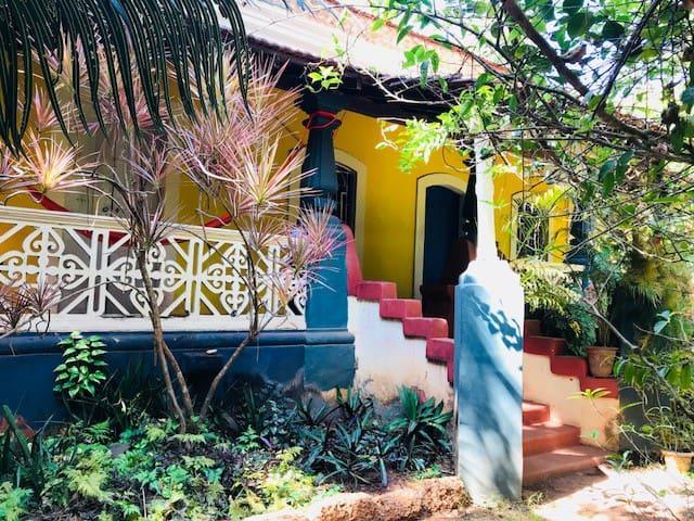 Goan/Portuguese House With Garden Space