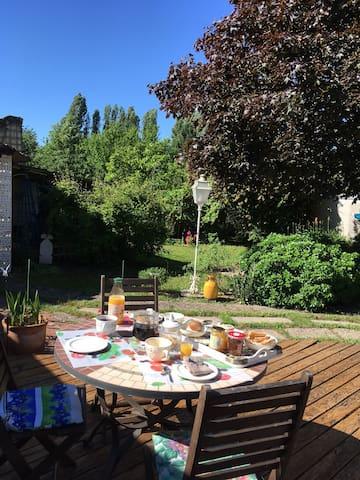 Chambre sur jardin entre Fontevraud et Rigny-Ussé