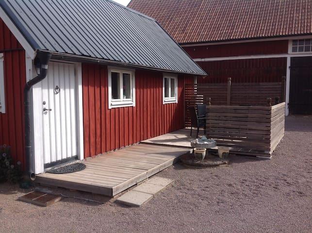Gästhus på lantgård nära Vadstena Centrum.