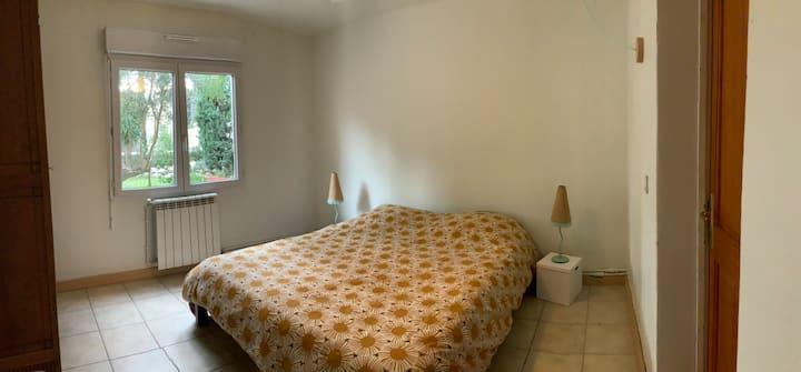 Chambre dans meulière avec jardin à 10 min du CV