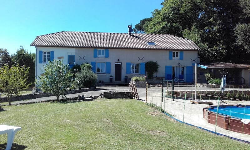 Gite with pool, gorgeous view at Domaine Lamirande - Montsoué - Apartmen