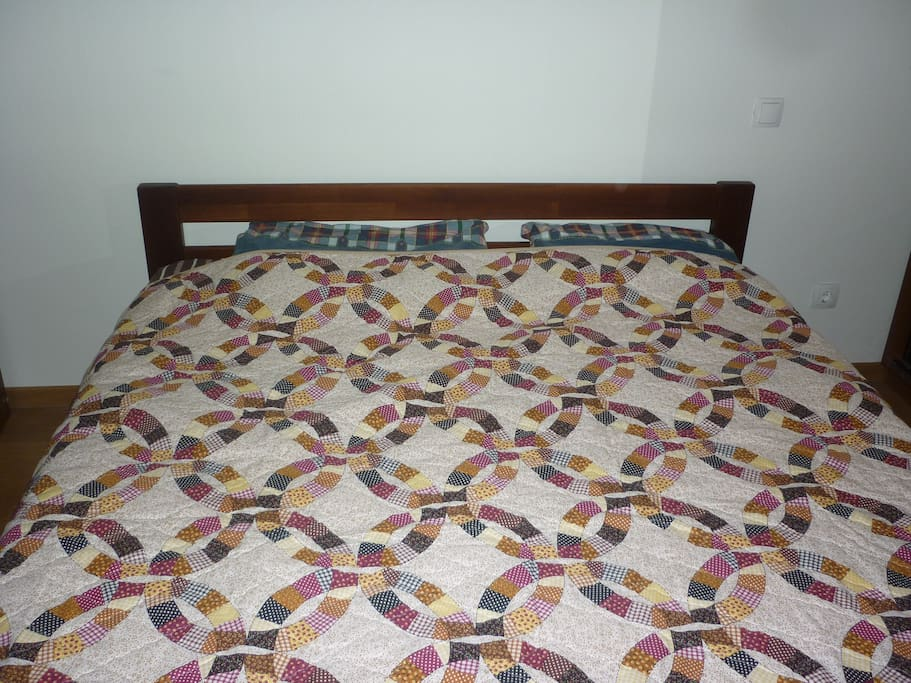 Bed (168 x203 cm)