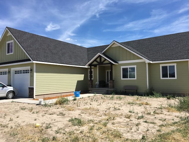 Nicehome in the middle of town close to bear lake