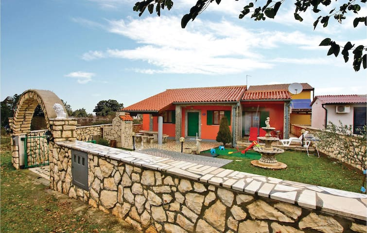Holiday cottage with 2 bedrooms on 57 m² in Kavran