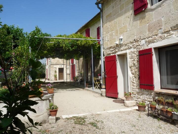 MAS NADAL - ARLES (Camargue, Provence)  chambre 2