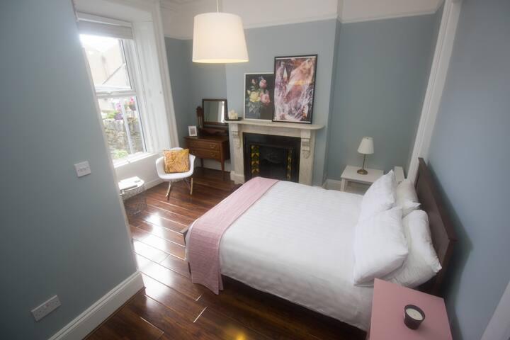 Victorian 6 bed, 6.5 Bath, 20 mins walk to city
