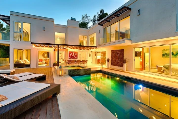 Modern/Contemporary in Laurel Canyon with Views
