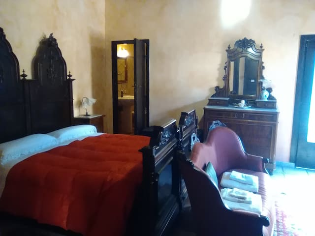 room in old garden old city - Cosenza - 家庭式旅館
