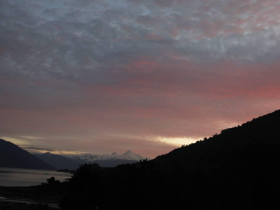 Vista al Volcán Yates
