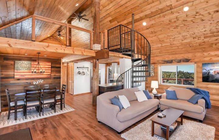 Sunset Ridge Log Cabin w/HOT TUB!
