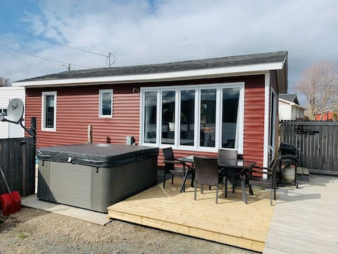 Hut by the Sea - Tiny Home with a View (Hot Tub)