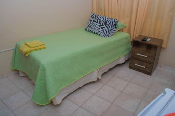 Habitación céntrica y confortable - Wi Fi , AC