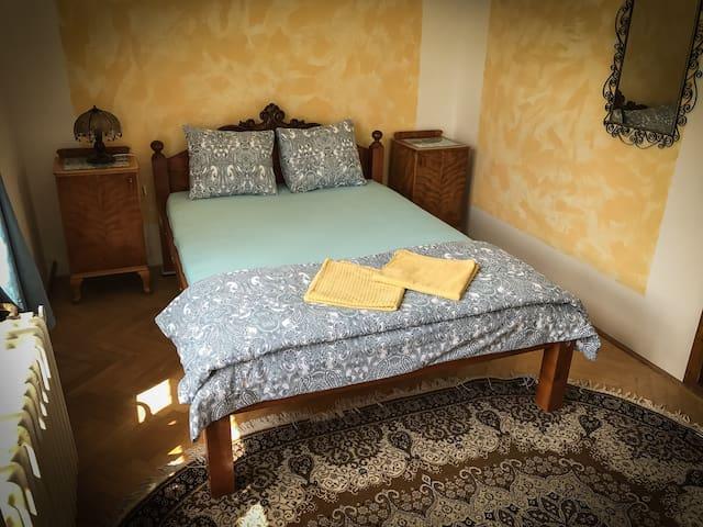 Single private room in Poets' Corner Hostel