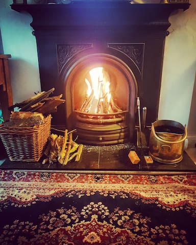 Cosy cottage in unspoilt village,bkfast,open fire.