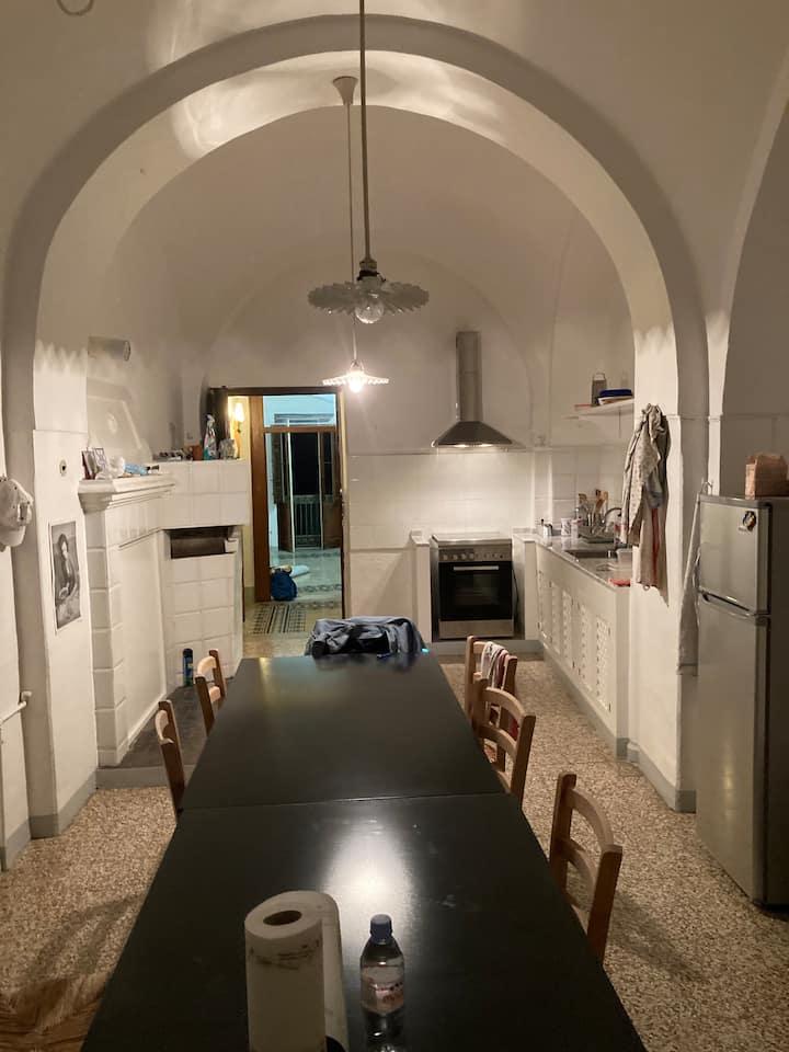 Grosses Haus im alten Stadtkern von Montenero