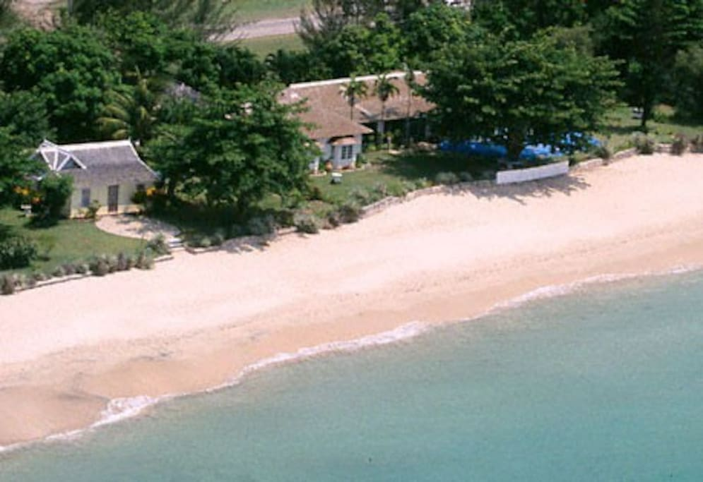 Bahia Cottage is on the left, Siesta Villa on the right