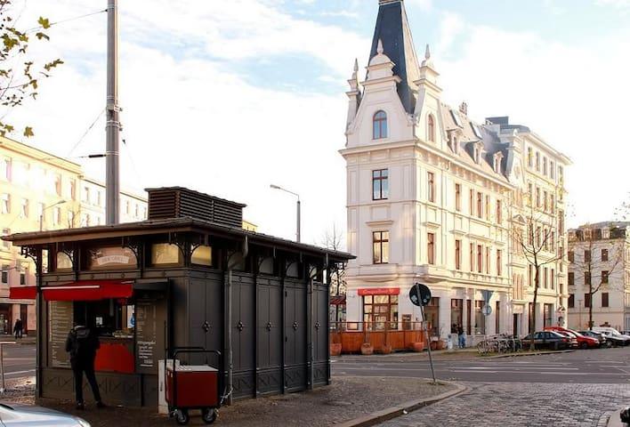 "Welcome to the hot spot of Leipzig :""Kar-Li"""