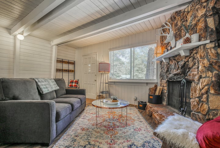 COZY CABIN | 2 FIREPLACES + BBQ | PET FRIENDLY
