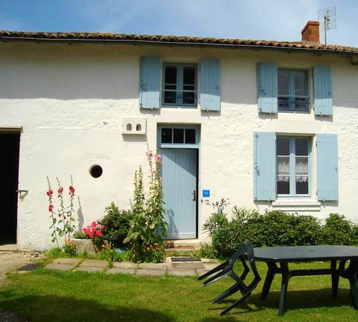 House with 2 bedrooms in Antezant-la-Chapelle, with furnished garden and WiFi - 50 km from the beach