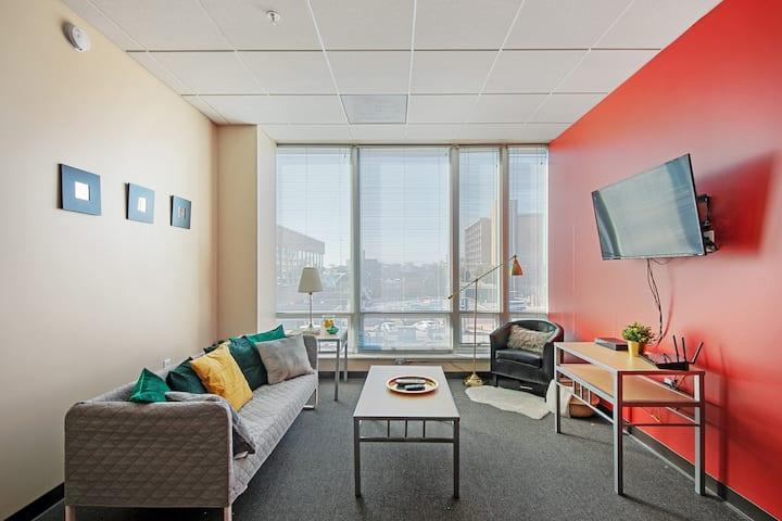 Modern 3-Bedroom Flat in the Heart of St. Louis