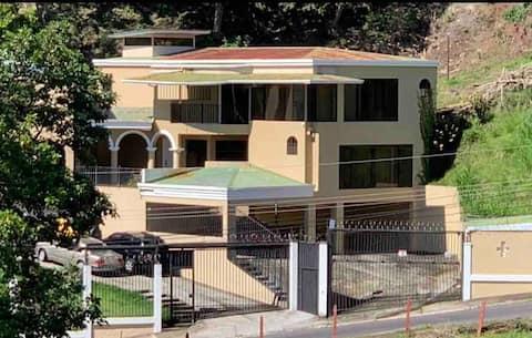 HOTEL PURA VIDA CITY SUITES