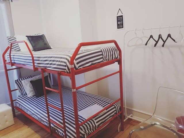 Terrace Lisbon Hostel - Twin Room: Bunk Bed