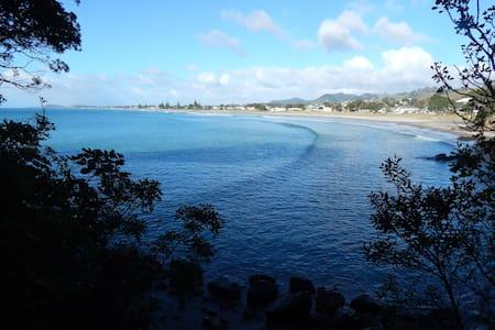 OCEAN BREEZE - Enjoy Sandy toes & Salty kisses - Waihi Beach - Apartment
