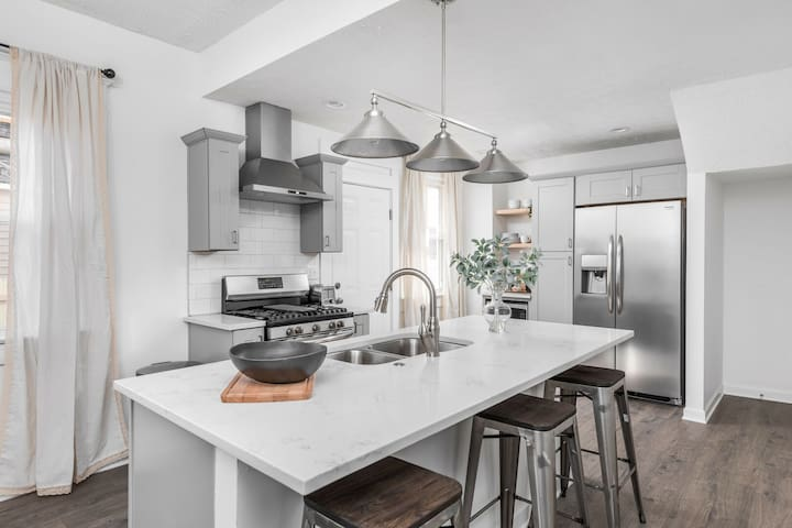 A Simple, Modern Escape - Minutes to Mass Ave!