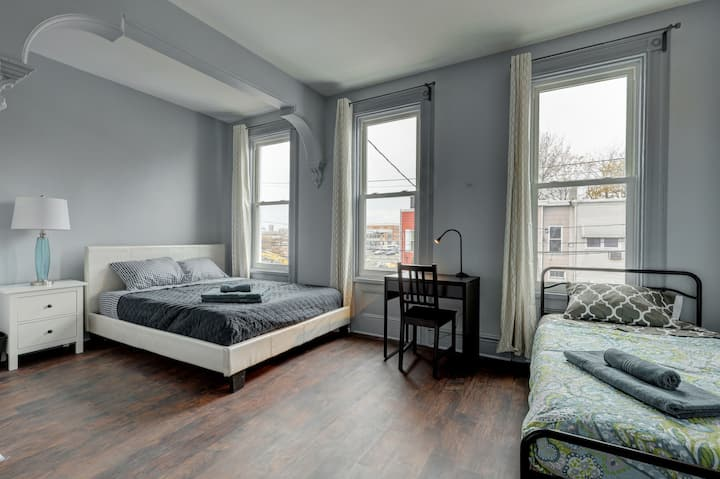 Large Private room in Renovated house/WIFI/sleep 3