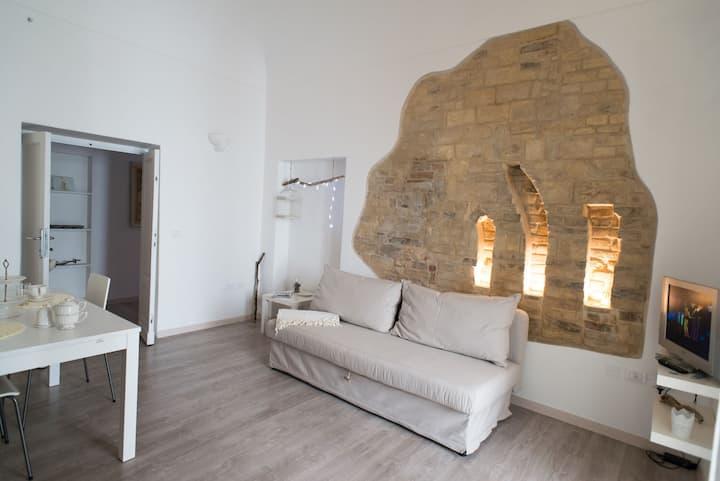 ARMORICA. Casa autonoma con piccolo giardino