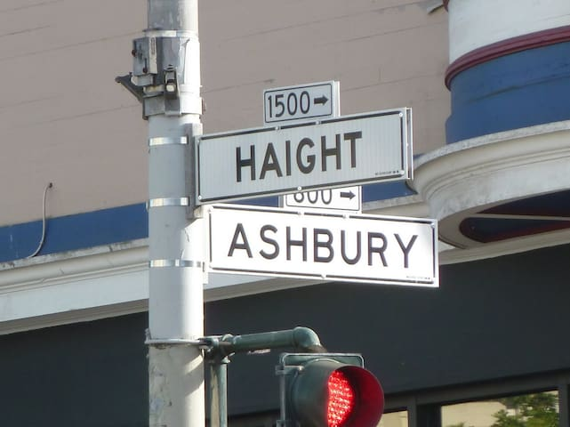Haight Ashbury Experience Room 4