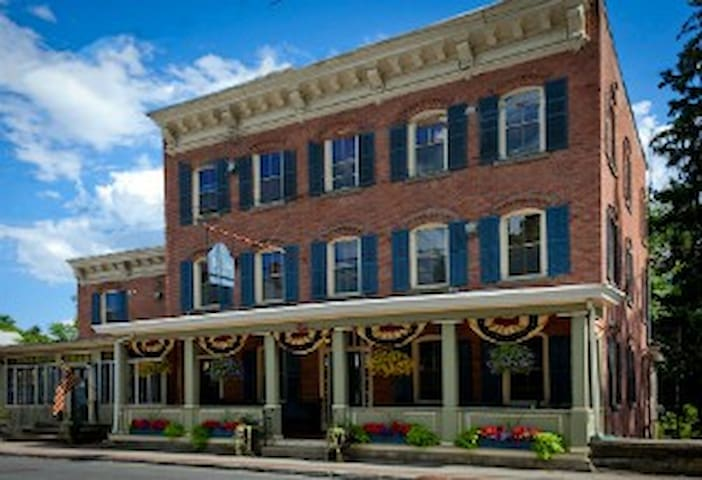 The 1850 House Inn and Tavern - Rosendale - Bed & Breakfast