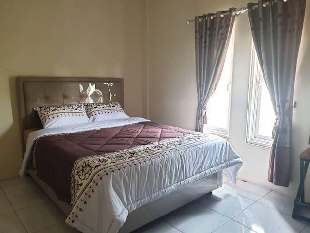 Bedroom 4 - 1 Queen