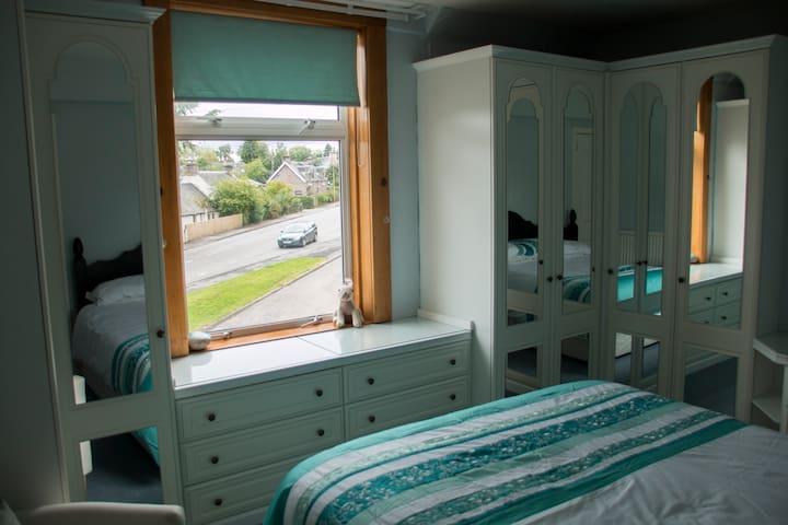 La Casita - king sized bedroom - Kirkhill - บ้าน