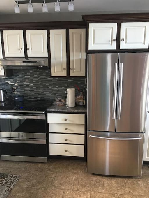 A complete kitchen including dishwasher