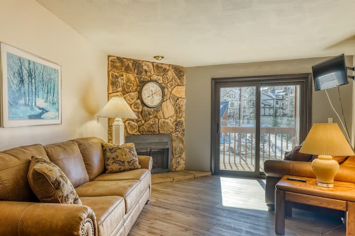 Cozy condo near Brian Head Resort w/ private balcony & wood-burning fireplace