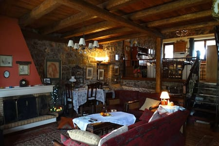 Stone cottage in a mythic place - Ano Kalivia - Chalet