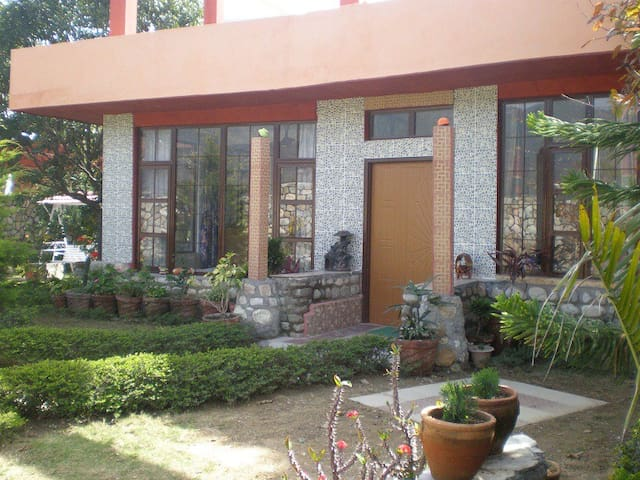 OXYGEN-Garden and Hill View Villa Rooms and Floor - Dehradun - Huvila