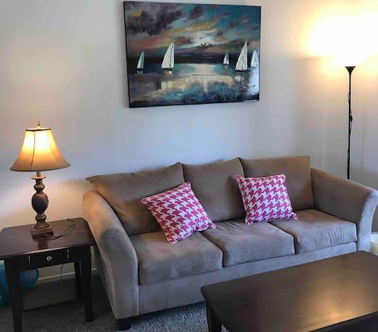 尔湾(IRVINE)高级公寓两室一浴,适合待产、旅游、探亲,价格合理
