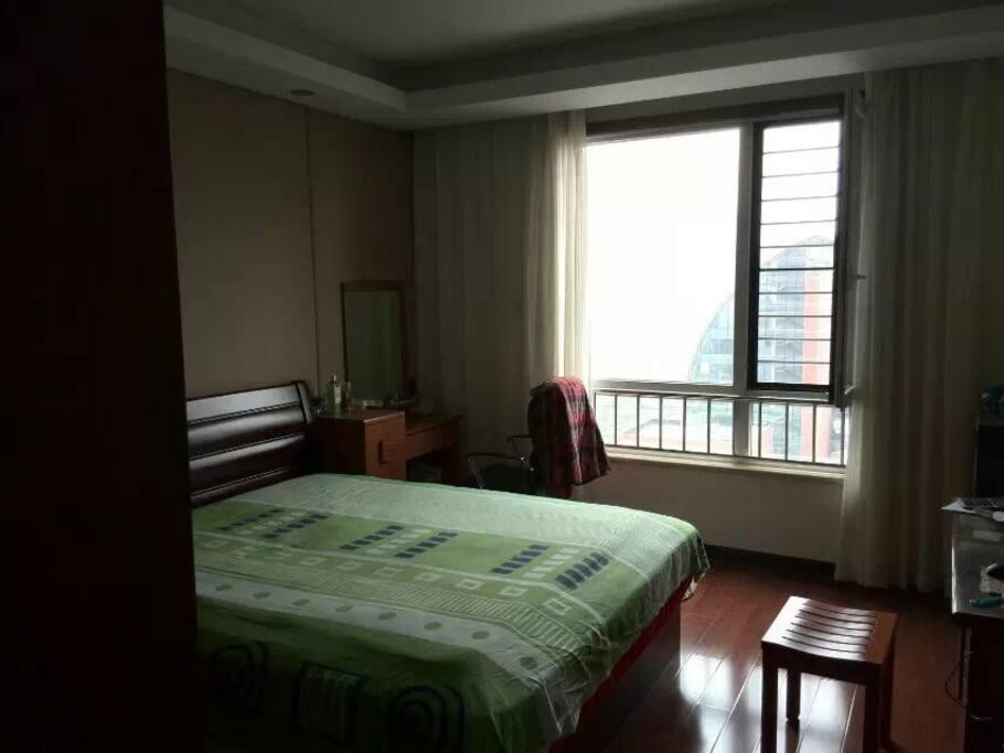 Main bedroom 1.8m size bed主卧