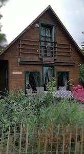 Holz - Blockhaus mit Seeblick und Terrasse