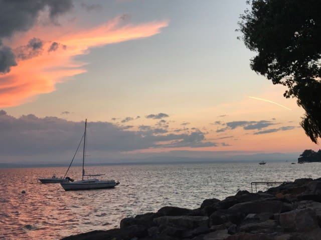 Charming Lake Front Home Right on Lake Champlain!!