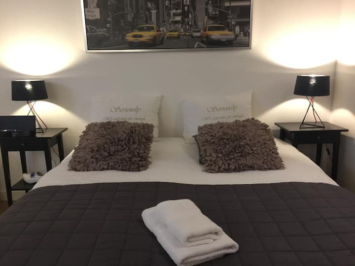 Dam Square Palace Studio - Private, New, Modern 2p