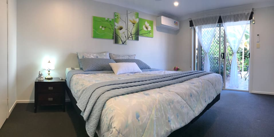Luxury relax room with ensuite close to beaches!