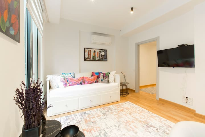 3mins walk to Taksim&Metro , luxury new apartment