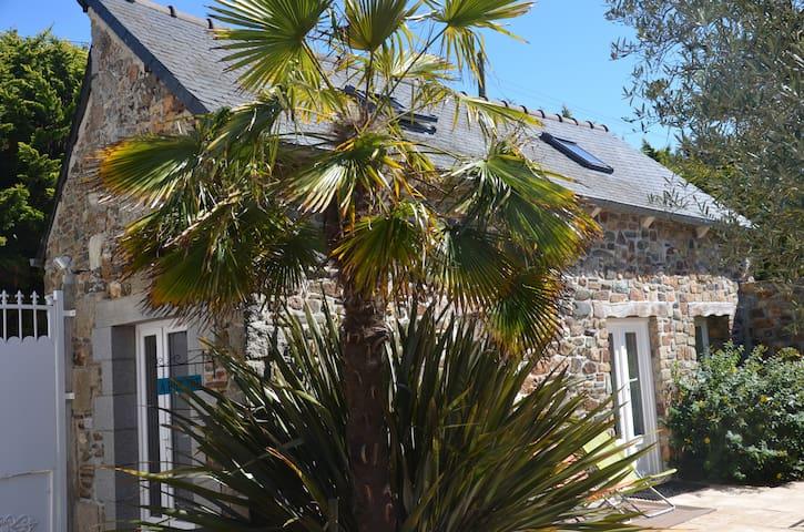 petite maison   dans cour des propriétaires - Plérin - Rumah