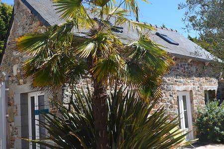 petite maison   dans cour des propriétaires - Plérin